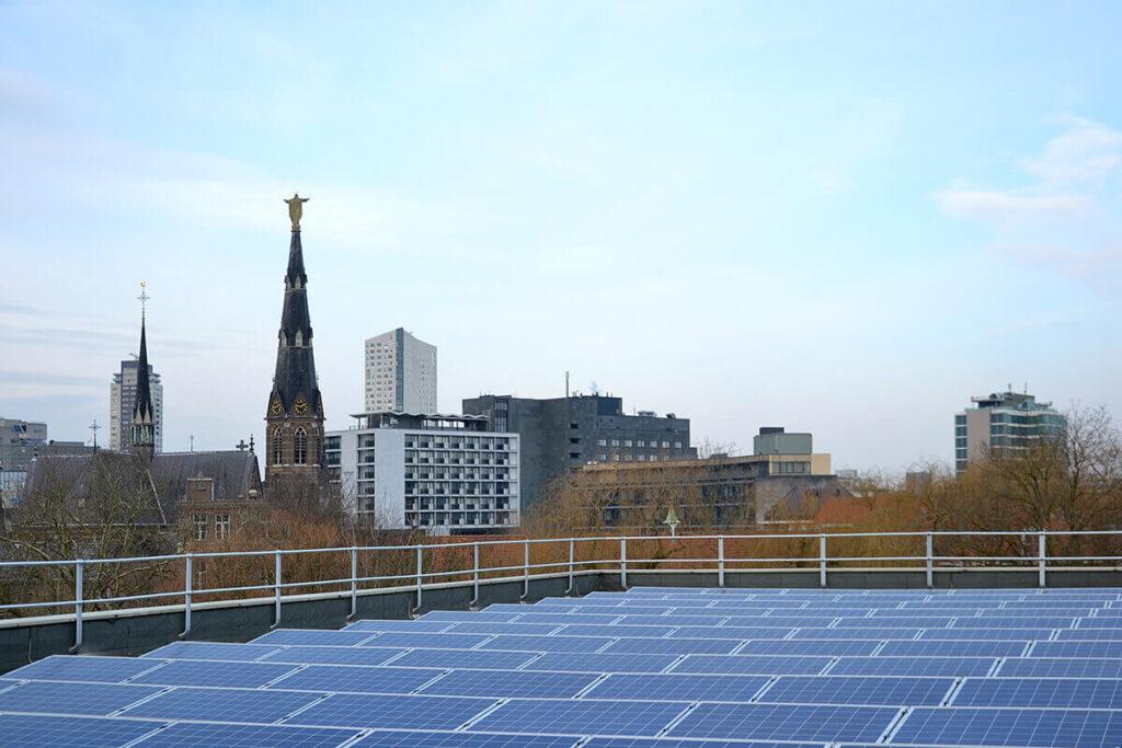 Dakrandbeveiliging in combinatie met zonnepanelen